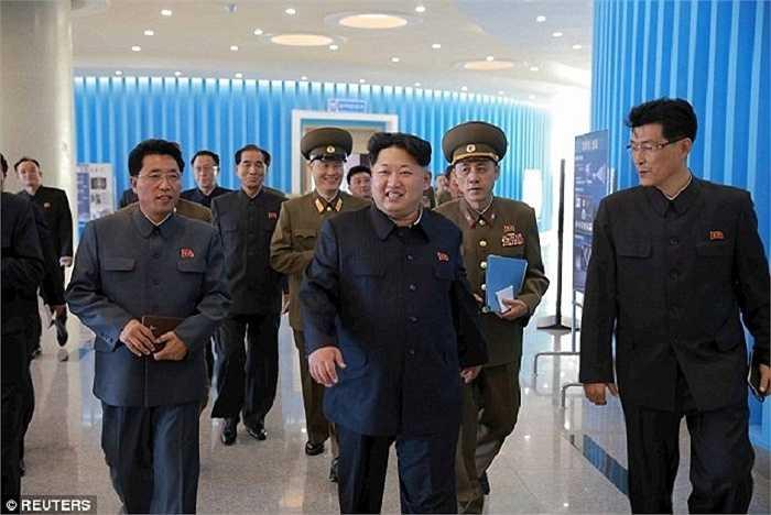 Ông Kim Jong-Un vui mừng nói rằng Triều Tiên chắc chắn sẽ đạt được những mục tiêu phát triển và tăng cường sức mạnh quân đội
