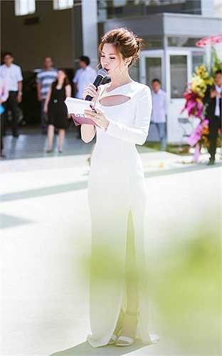 Sau gần một năm đăng quang, Á hậu Việt Nam 2014 chọn cuộc sống không ồn vào hay scandal, cô đang là gương mặt được nhiều thương hiệu lớn để ý nhờ hình ảnh đẹp cũng như lý lịch trong sạch.