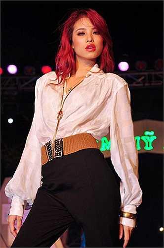 Đến với Hoa hậu hoàn vũ VN 2015, Phạm Hương được coi là 'người quen', đơn giản bởi cô đã tham gia khá nhiều các cuộc thi nhan sắc cũng như từng hoạt động showbiz trước đó.