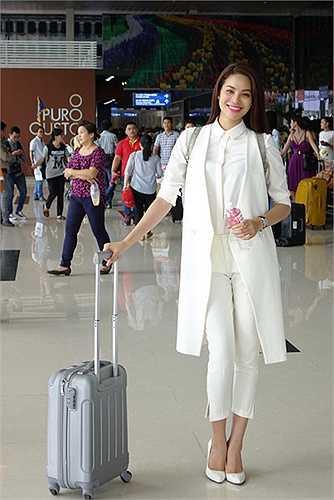 Là nữ giảng viên ngành văn hóa của một cao đẳng ở TP HCM, Phạm Hương luôn giữ hình ảnh chỉn chu và gu thời trang thanh lịch khi xuất hiện tại các hoạt động của cuộc thi.