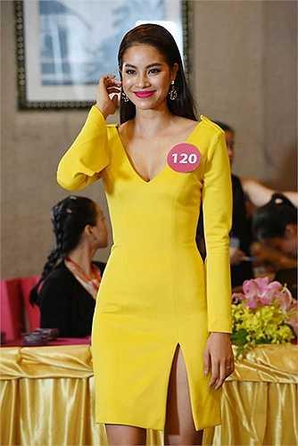 Chỉ đến khi, tham gia Hoa hậu hoàn vũ VN 2015, Phạm Hương mới thực sự thành công. Sự chuyên nghiệp và kinh nghiệm thi thố đã mang lại cho nữ người mẫu vương miện một cách xứng đáng.