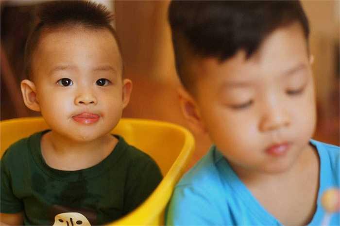Đan Lê chia sẻ bộ ảnh mới của hai cậu con trai Khải Minh, Khải Nguyên với những lời tâm sự tình cảm.