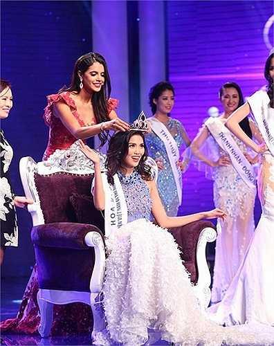 Một cư dân mạng đến từ Philippines khẳng định: 'Vẻ đẹp của cô ấy đúng là dành cho Miss World'. Trong khi đó, một người khác đến từ Ấn Độ lại cho rằng Lan Khuê khá giống với Priyanka Chopra, hoa hậu Thế giới 2000.