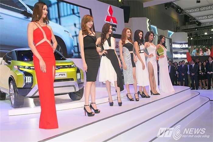 Tại Triển lãm ô tô Việt Nam 2015 đang diễn ra, khu trưng bày của Mitsubishi gây chú ý vì xuất hiện một chiếc xe concept (xe ý tưởng) khá độc lạ.