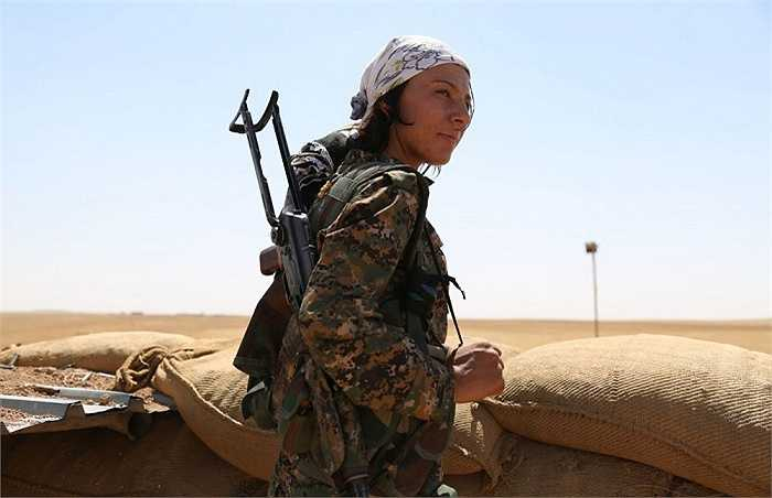 Họ là những người phụ nữ dũng cảm, hy sinh tuổi xuân để cầm súng chiến đấu bảo vệ quê hương