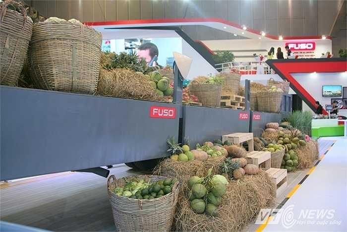 Fuso, một thương hiệu xe tải muốn truyền tải thông điệp 'xe tải của người Việt' đã đem đến Triển lãm Ô tô Việt Nam góc trưng bày lạ mắt.