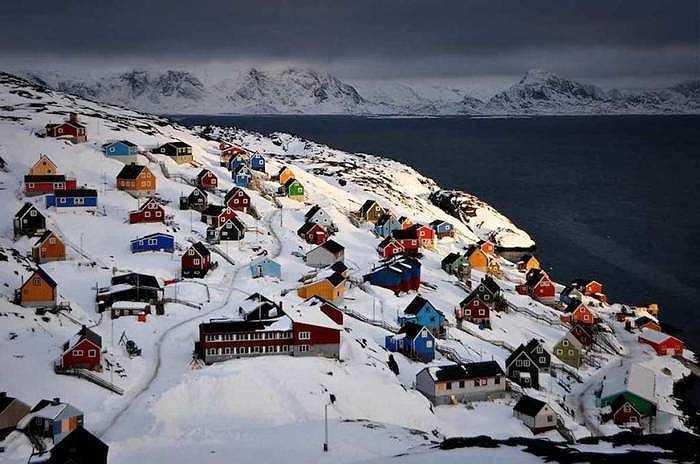 Greenland: Hòn đảo nằm gần Bắc Cực này không chỉ có tuyết lạnh lẽo mà còn có nhiều hiện tượng thú vị như cực quang, sông băng và cuộc sống trong tuyết trắng