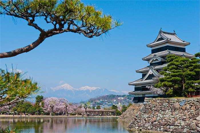 Nhật Bản: Tokyo là điểm đến thú vị được nhiều du khách lựa chọn, ra ngoại ô ngắm các công trình kiến trúc cổ kính cũng là lựa chọn của nhiều vị khách
