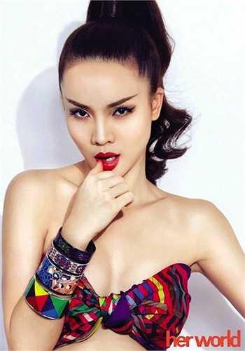 Sau khi tách ra hát solo, Yến Trang đã tiết lộ mình từng yêu doanh nhân Quốc Cường, tuy nhiên dư luận nghi ngờ rằng đây chỉ là chiêu trò gây chú ýcủa nữ ca sỹ. Về phần Yến Trang, sau đó, cô lại khẳng định đây chỉ là một tai nạn 'buột miệng'vì không thích đem chuyện riêng tư lên mặt báo