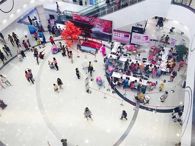 Hầu hết khách tới tham quan, mua sắm tại đây đều cảm thấy htichs thú, choáng ngợp bởi không gian thoáng đãng, phong cách bày trí, phục vụ chuyên nghiệp