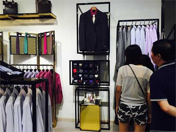 Eternity GrusZ - Sản phẩm của Trung tâm Cung ứng Thời trang Khu vực Châu Âu và Bắc Mỹ trực thuộc Tổng Công ty May 10 được đánh giá là đã tạo dựng một phong cách mới lạ, cân bằng giữa lịch lãm và bay bổng, sang trọng và trẻ trung với các mẫu thiết kế được phỏng theo những xu hướng mốt thịnh hành tại các kinh đô thời trang thế giới, hứa hẹn sẽ thổi một luồng gió mới vào xu hướng thời trang Việt.