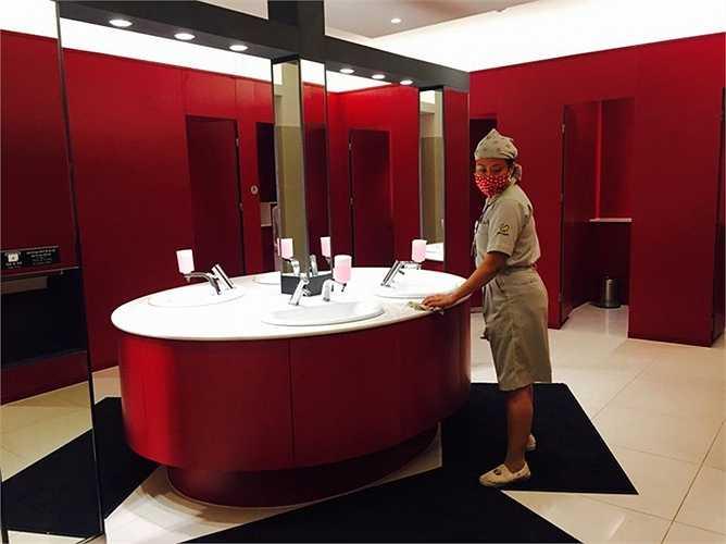 Đặc biệt ấn tượng là khu vực vệ sinh. Phong cách trẻ trung, sạch sẽ và nhiều tiện ích