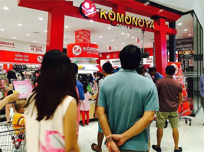 Gian hàng Nhật đồng giá 40.000 đồng/sản phẩm luôn kín khách. Khách hàng cho biết thấy yên tâm với các sản phẩm xuất xứ từ Nhật