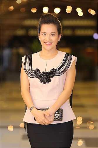 Cô chia sẻ, vì MC Bình Minh bận công việc đột xuất tại nước ngoài nên chị đã đứng ra tổ chức sự kiện này với vai trò 'bà bầu'.