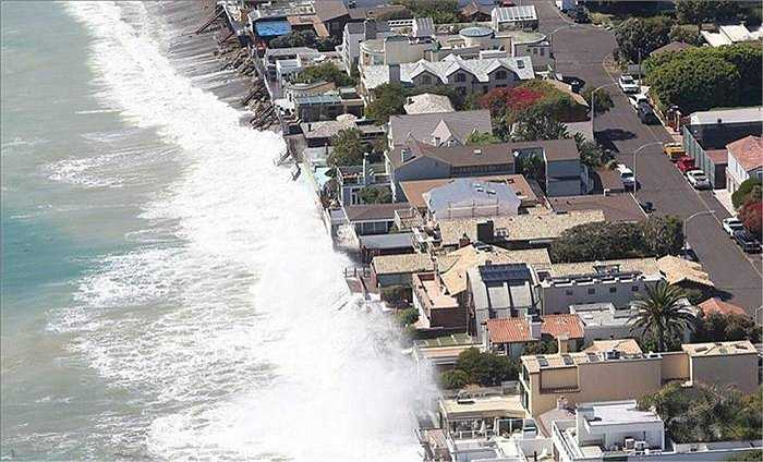 Một nhóm các tỷ phú và sao Hollywood đang sống ở trên con đường đắt giá Malibu (California) sẽ chung tiền để cùng xây kè dọc bờ biển bảo vệ các ngôi nhà của mình