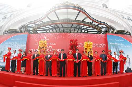 Lãnh đạo tỉnh Quảng Ninh và Tập đoàn Vingroup cắt băng khai trương Thiên đường nghỉ dưỡng Vinpearl Ha Long Bay Resort
