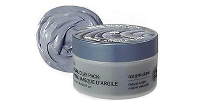 Mặt nạ đất sét Real Clay Pack The Face Shop. Đây là sản phẩm mặt nạ rửa giàu hữu cơ (90% thành phần nguồn gốc tự nhiên) vitamin và đất sét màu đen Belarus.