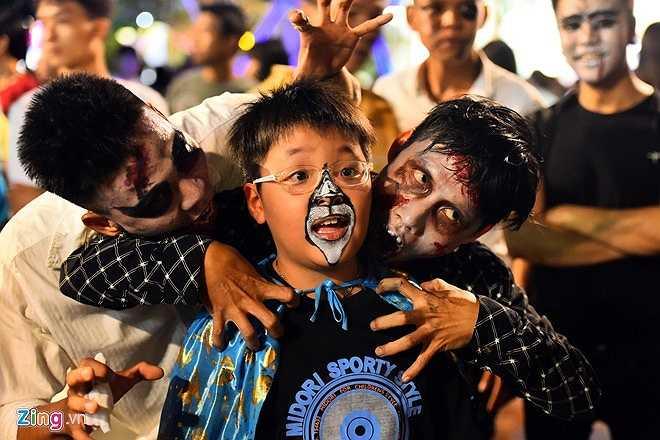 Nhiều thiếu nhi tỏ ra thích thú với lễ hội Halloween.