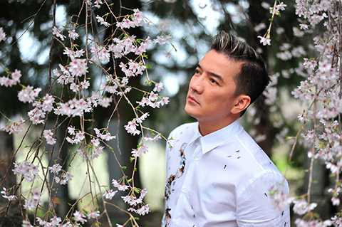 Đây cũng là album đầu tiên của ông hoàng nhạc  Việt ra mắt với công chúng trong năm 2015 này. Một album được chọn lọc về ca khúc và cân nhắc rất kĩ về ý tưởng, cả thời gian chuẩn bị để có một sản phẩm chất lượng về phần hòa âm và cả hình ảnh, nên mới chọn để giới thiệu vào dịp gần cuối năm này.