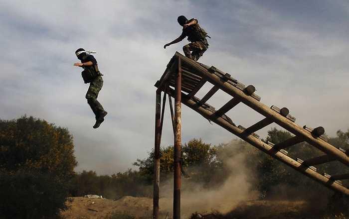 Còn đây là cách binh lính Palestine tập luyện