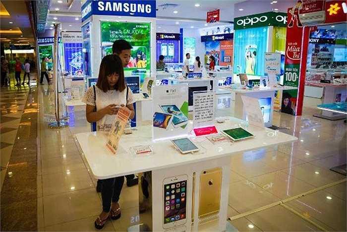 Trang này cho rằng Việt Nam đang có thị trường di động phát triển bùng nổ. Hơn một nửa smartphone bán ra tại Việt Nam trong quý I/2015 là của Apple, Samsung, theo Strategy Analytics. Việt Nam hiện là thị trường di động lớn thứ 11 thế giới, xét về số lượng máy bán ra.