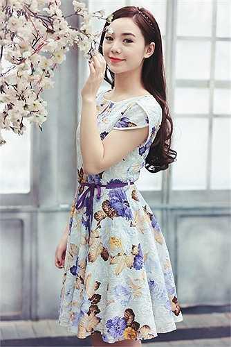 Nữ sinh xinh đẹp này là Nguyễn Thị Quỳnh được mọi người gọi với biệt danh dễ thương là Quỳnh koOl.
