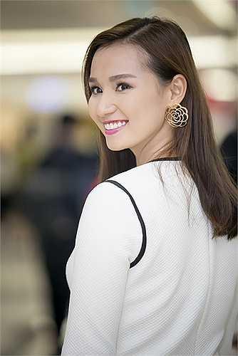 Người đẹp Phụ nữ thế kỷ 21 cho biết, mặc dù đang định cư ở Hà Nội nhưng do tính chất công việc, ông xã và cô liên tục phải vào Sài Gòn công tác.