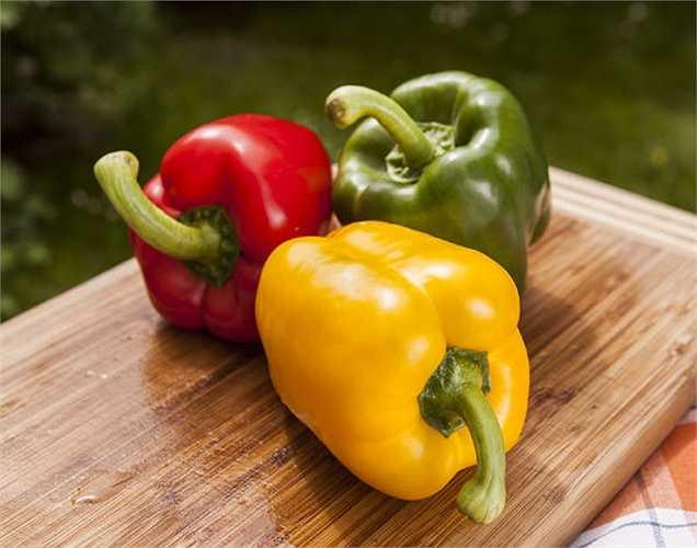 Ớt chuông vàng: là một trong những thực phẩm tốt nhất giống như vitamin tổng hợp. Nó chứa một lượng cao vitamin C, là yếu tố ngăn ngừa một số bệnh mãn tính.