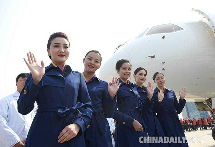 Để sản xuất nên chiếc máy bay này đã phải huy động 200 nhà máy, 36 trung tâm nghiên cứu với khoảng 100.000 người cùng làm việc
