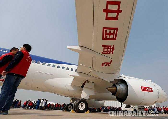 Ảnh chụp chiếc máy bay C919 của Trung Quốc sải cánh rộng. Dự kiến năm 2016, chuyến bay thử đầu tiên được diễn ra