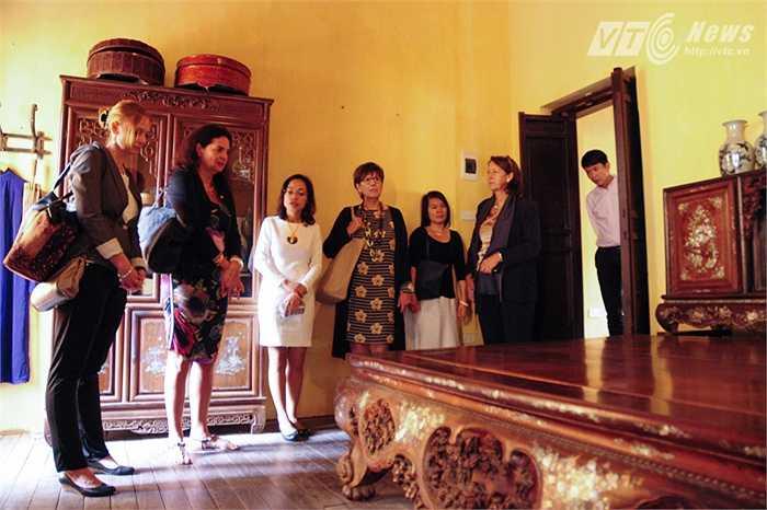 Chủ tịch thượng viện Vương Quốc bỉ say sưa với thiết kế của ngôi nhà cổ Hà Nội