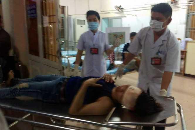 Chị Phương được đưa vào Bệnh viện 7B cấp cứu - Ảnh: A.L
