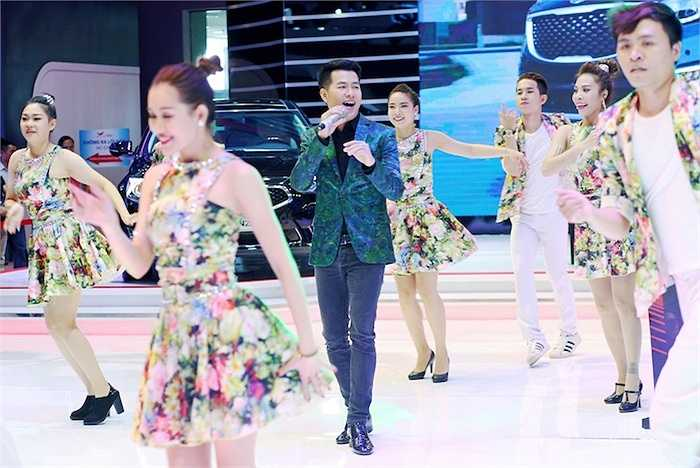 Ấn tượng nhất có lẽ là 'Yêu nhau bốn mùa', một trong những ca khúc của nhạc sỹ Lam Phương mà Hồ Trung Dũng đã chọn để đưa vào album mới mang tên 'Bài Tango cho em' vừa được phát hành.