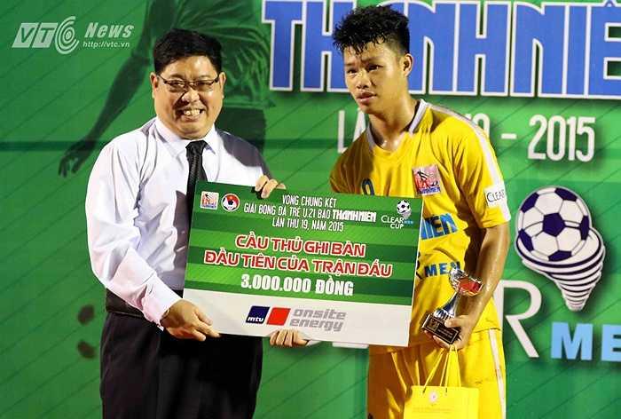 Nhưng chung cuộc, U21 Hà Nội T&T vẫn giành chiến thắng để lần thứ 2 lên ngôi tại giải U21 Quốc gia sau 3 lần liên tiếp lọt vào trận chung kết. (Ảnh: Quang Minh)