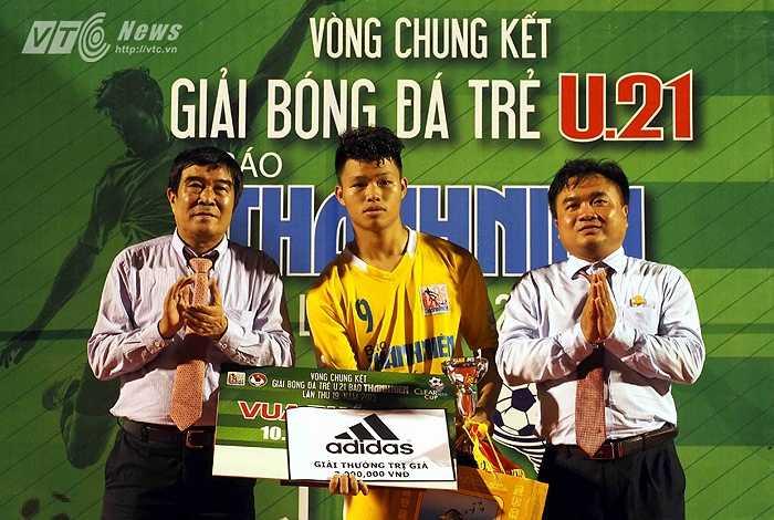 Văn Thành trở thành Vua phá lưới của giải với 7 bàn thắng. (Ảnh: Quang Minh)