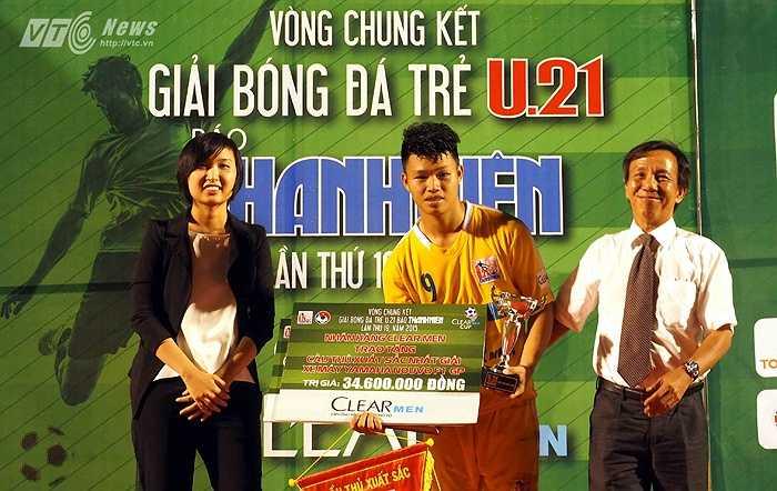 Đồng thời giành danh hiệu cầu thủ xuất sắc nhất giải đấu. Anh sẽ là 'sát thủ' đáng gườm của U21 Báo Thanh Niên Việt Nam tại giải U21 Quốc tế sắp tới. (Hà Thành - Ảnh: Quang Minh)