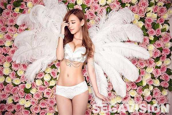 Trong khi đó, Lý Ngọc Khiết được mệnh danh là showgirl đẹp nhất Trung Quốc.