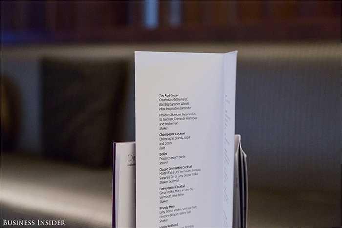 Không thể thiếu menu cocktail hoàn chỉnh.