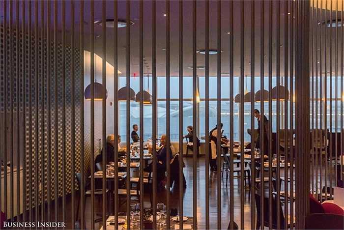 Phòng ăn với không gian sang trọng, thư thái như một nhà hàng đẳng cấp.