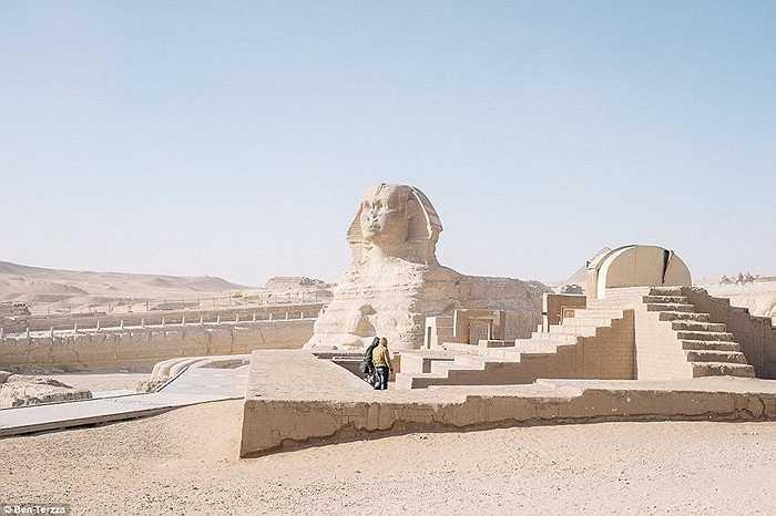 Tượng Nhân sư là niềm tự hào của Ai Cập. Năm 2010, số lượng khách du lịch tới quốc gia này là 14,7 triệu lượt người, tuy nhiên, đến nay, con số này chỉ còn dưới 10 triệu lượt