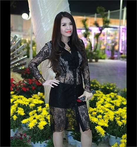 Ca sỹ, á hậu Quế Vân cũng từng mắc lỗi chọn trang phục với một chiếc váy xuyên thấu.