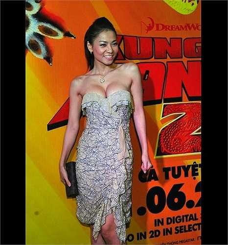 Hiện tại, Thu Minh đã là một tín đồ hàng hiệu sành điệu, tuy nhiên thời gian đầu đi hát, cô từng mặc khá nhiều trang phục kém sang.