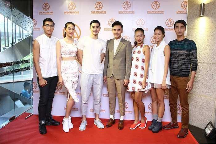 Dàn người mẫu của VNTM đem đến một màn trình diễn thời trang kết hợp với hoạt cảnh sinh động.