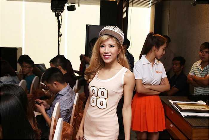 Trong sự kiện, cô trình diễn hai ca khúc Chocolate và At the top vô cùng sôi động.