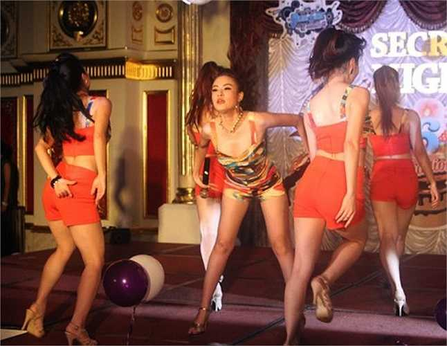Vẻ sexy của Hoàng Thùy Linh đã chinh phục nhiều khán giả.