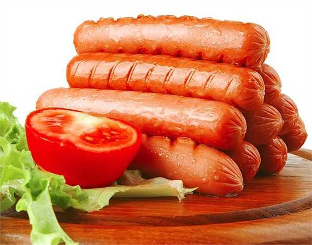 Nói không với thực phẩm chế biến sẵn: Thường xuyên tiêu thụ các loại thịt chế biến sẵn sẽ làm bạn dễ bị ung thư dạ dày. Cách tốt nhất để tránh nguy cơ ung thư hạn chế thực phẩm này.