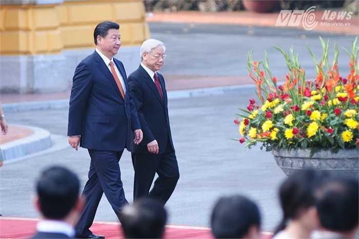 Tổng Bí thư Nguyễn Phú Trọng đón Chủ tịch Trung Quốc Tập Cận Bình chiều 5/11 - Ảnh: Tùng Đinh
