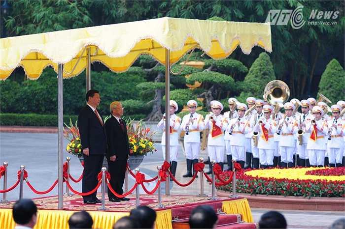 Lễ chào cờ và quốc ca hai nước - Ảnh: Tùng Đinh