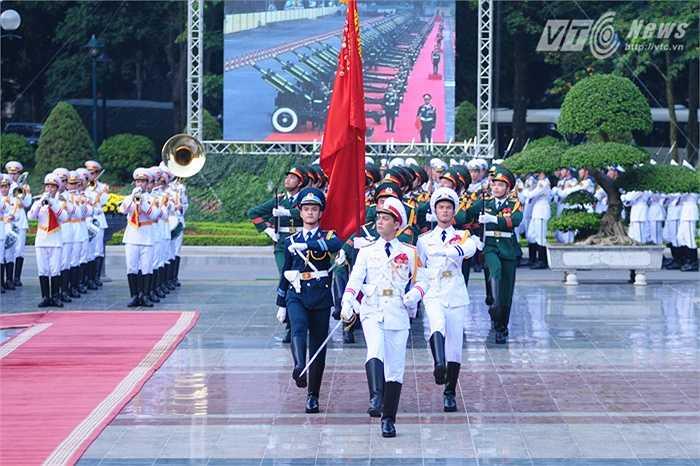 Đội danh dự Quân đội nhân dân Việt Nam đi qua lễ đài - Ảnh: Tùng Đinh