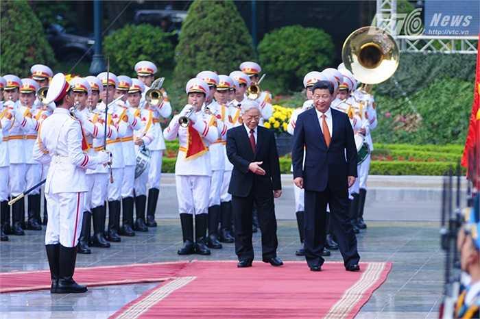 Duyệt đội danh dự Quân đội nhân dân Việt Nam - Ảnh: Tùng Đinh